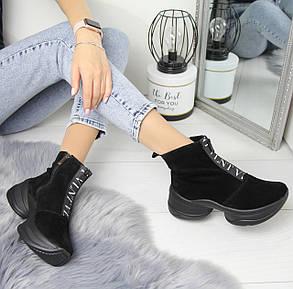 Женские замшевые ботинки на флисе в черном цвете и на высокой подошве 74OB29