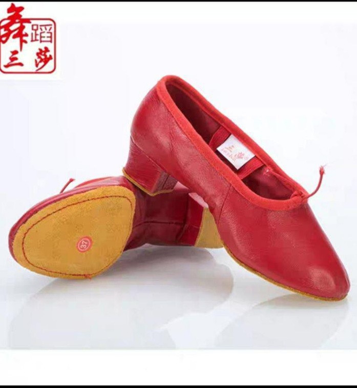 Туфлі для народного танцю