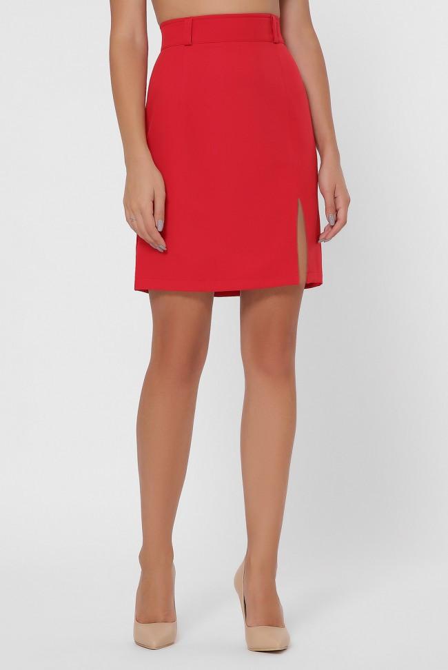 Прямая красная юбка с разрезом