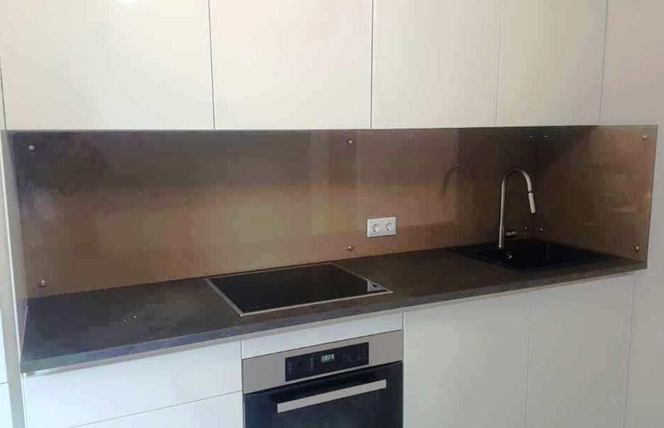 Кухонный фартук из бронзового стекла