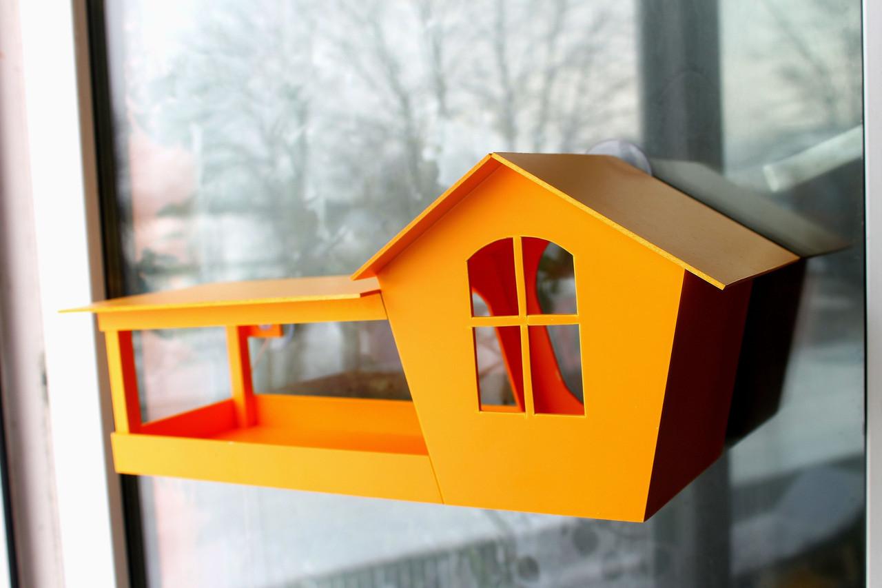 Кормушка для птиц на окно в коробке подарочной с присосками Цветная