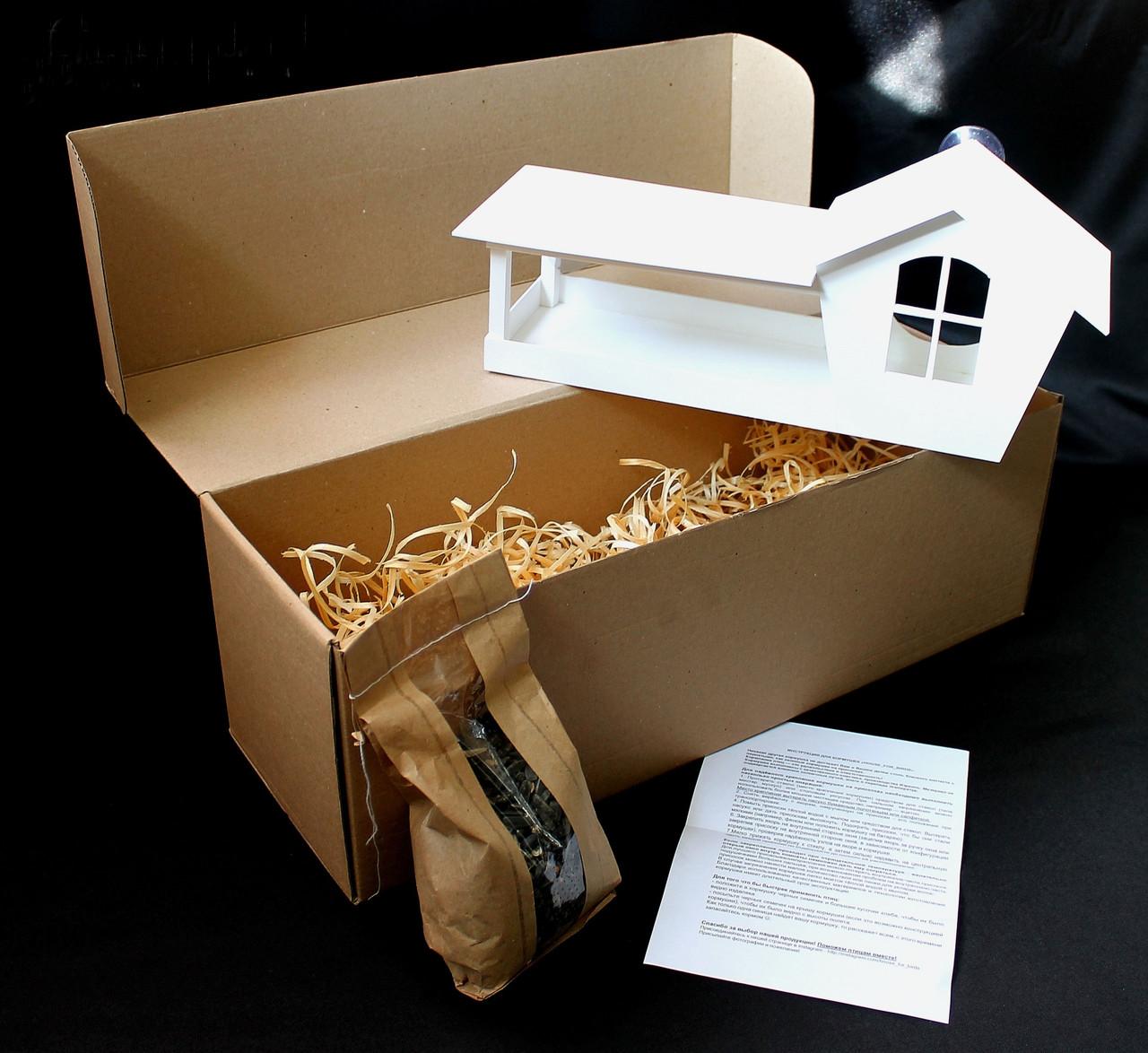 Кормушка для птиц на окно в коробке подарочной с присосками Белая
