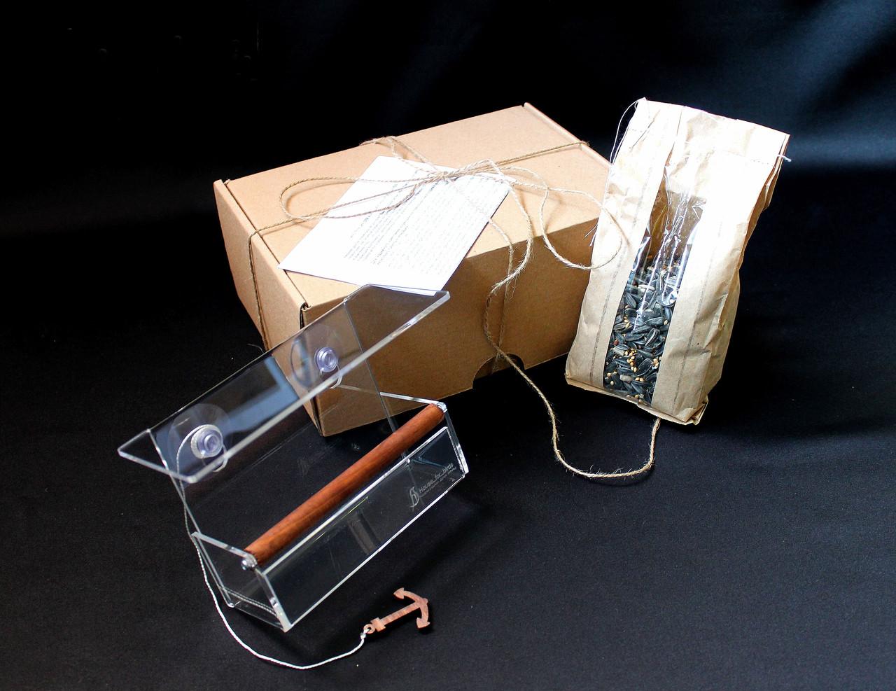 Кормушка для птиц на окно в коробке подарочной с присосками Лоджия