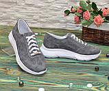 Кроссовки женские замшевые на белой подошве, на шнурках. Цвет серый, фото 3