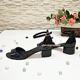 Босоножки женские лаковые на невысоком каблуке, цвет синий/черный, фото 4