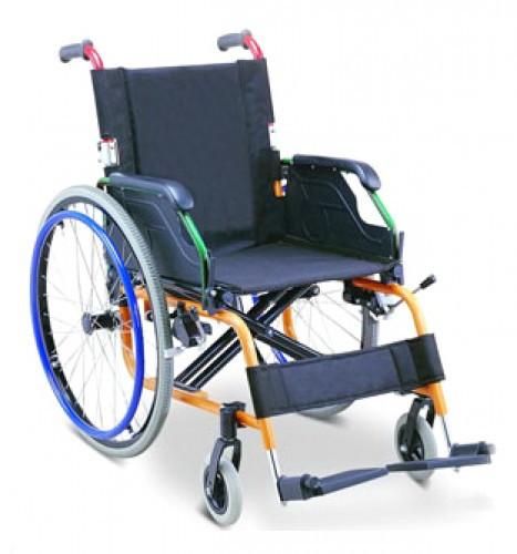 Инвалидная коляска с откидными подлокотниками