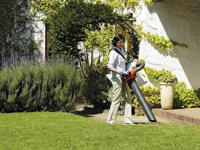 Уборка листвы садовым пылесосом Husqvarna 125 BVx