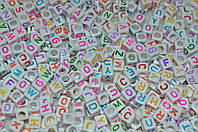 Бусины алфавит на белом фоне от A до Z 6 мм