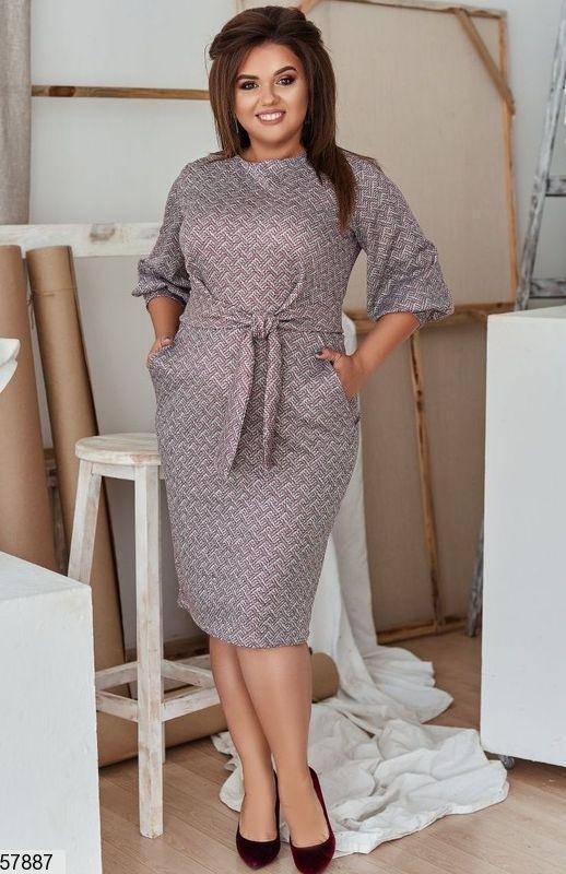 Деловое платье-футляр больших размеров с принтом серое, фото 2
