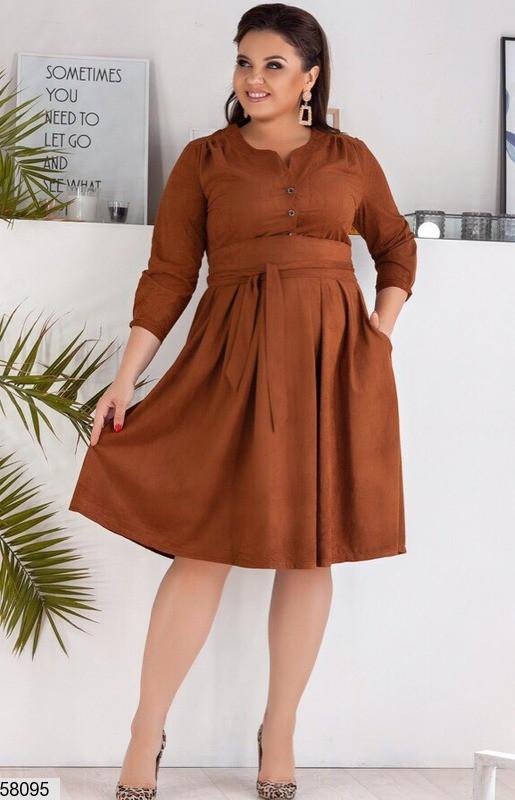 Замшевое платье-миди больших размеров коричневое