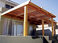 Деревянная пергола с примыканием к дому под ключ