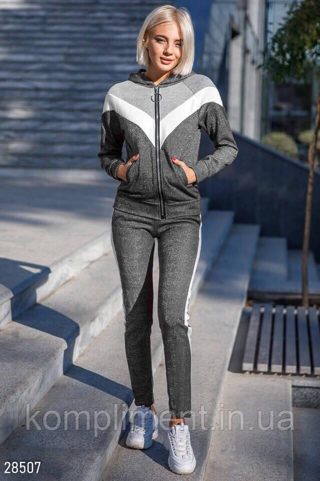 Стильный женский костюм с люриксовой ниткой, серый