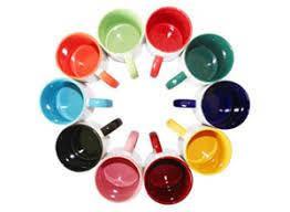 Печать на белой чашке с цветными элементами, глянец