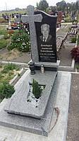 Комплекс пам'ятник із сірого граніту.