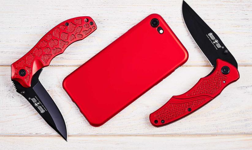 Нож складной среднеразмерный, яркий, с ярко-красными алюминиевыми накладками, фальшлезвие без заточки