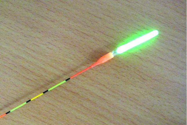 Светящиеся палочки для ночной рыбалки