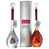 Элитный алкоголь в бутылке с логотипом