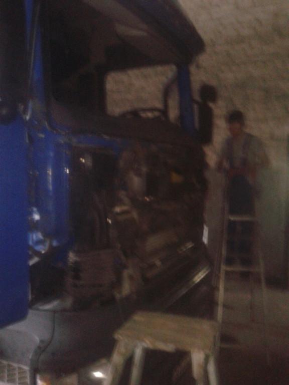 Замена лобового стекла на грузовике Scania R 420 в Никополе 4