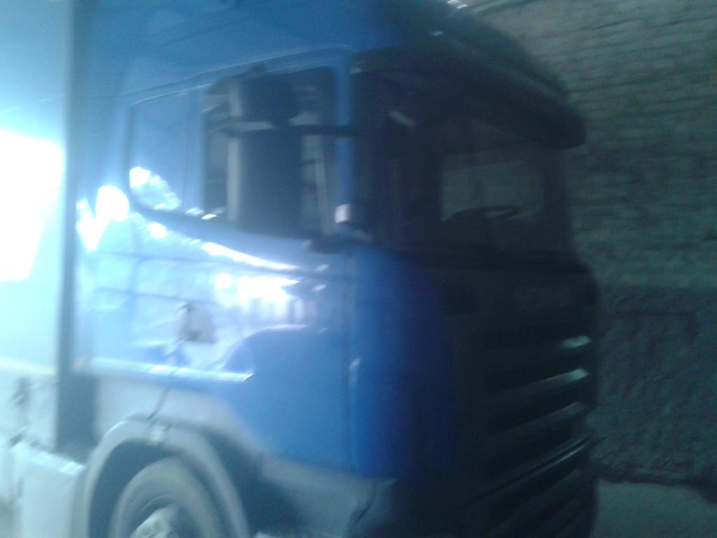 Замена лобового стекла на грузовике Scania R 420 в Никополе 7
