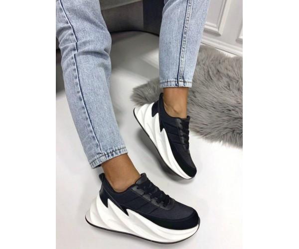 Женские модные кроссовки из текстиля