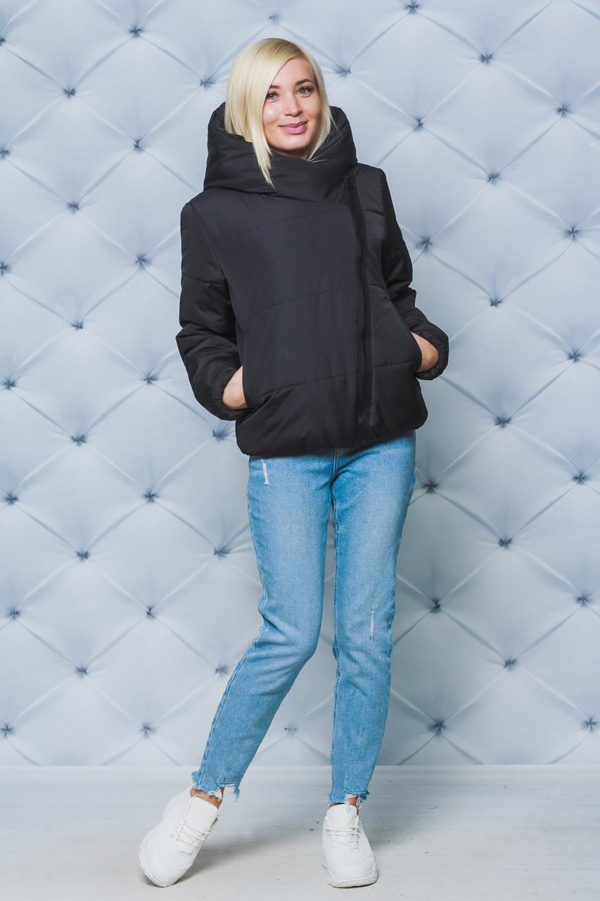 Женская куртка с капюшоном черная
