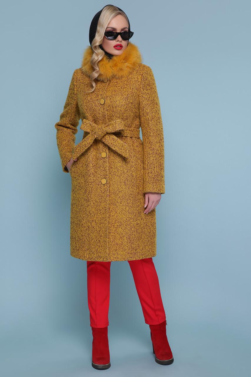 Зимнее женское пальто с натуральным мехом горчичное