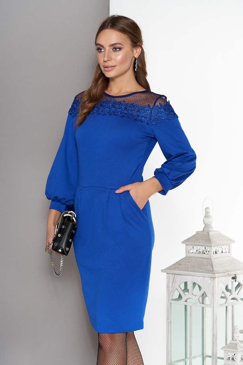 Нарядное платье миди с кружевом синее
