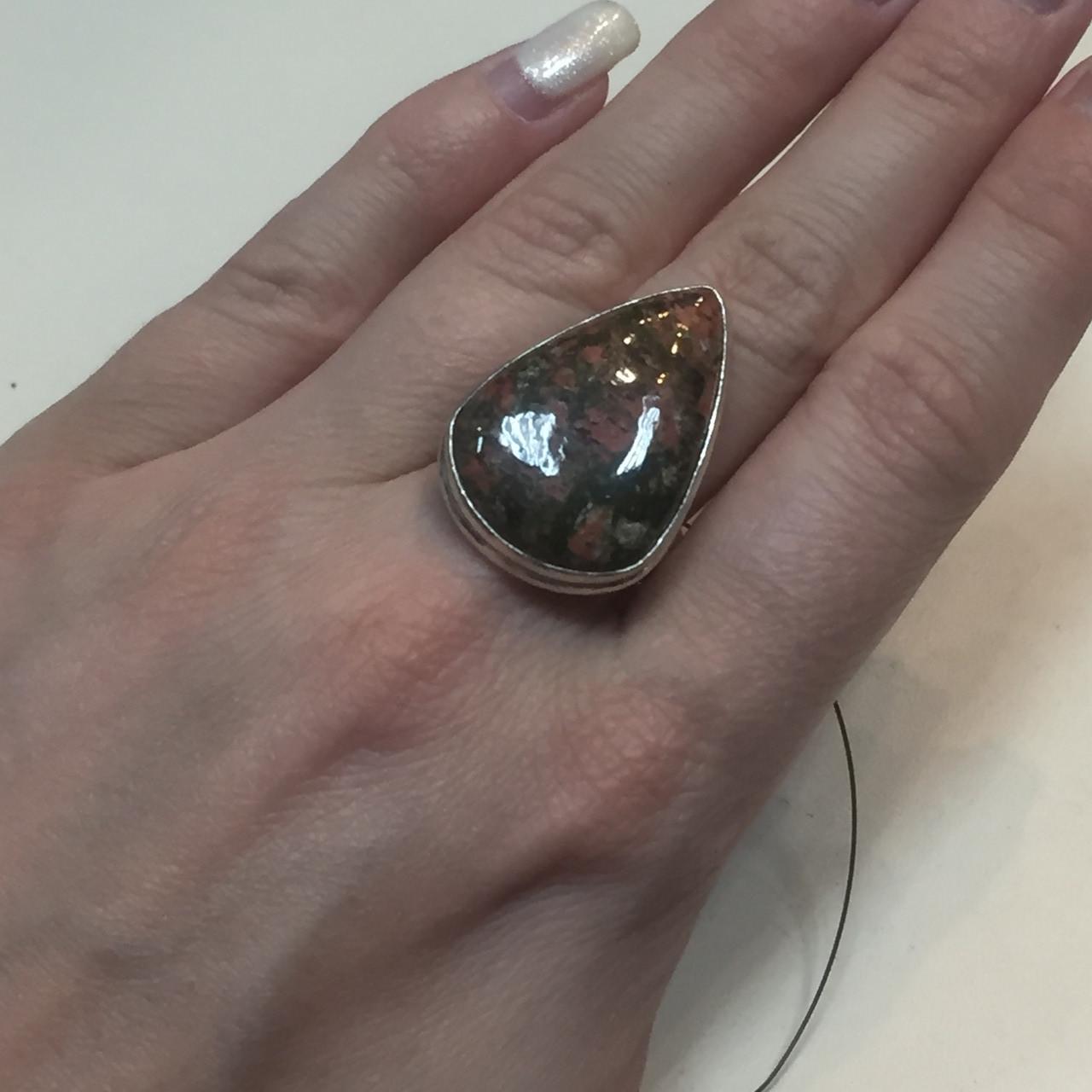 Унакит красивое кольцо капля с унакитом яшма в серебре. Размер кольца 17,5. Индия