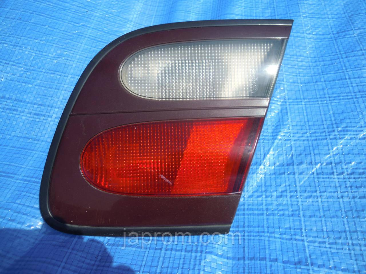 Фонарь крышки багажника правый Nissan Almera N15 1999-2000г.в.3дв. 5дв рестайл