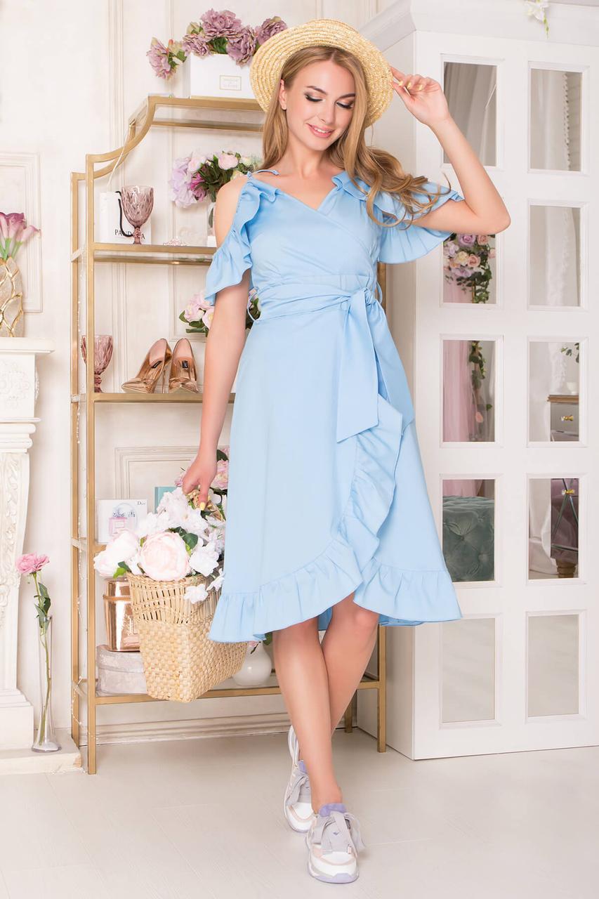 Красивое летнее платье с ложным запахом голубое