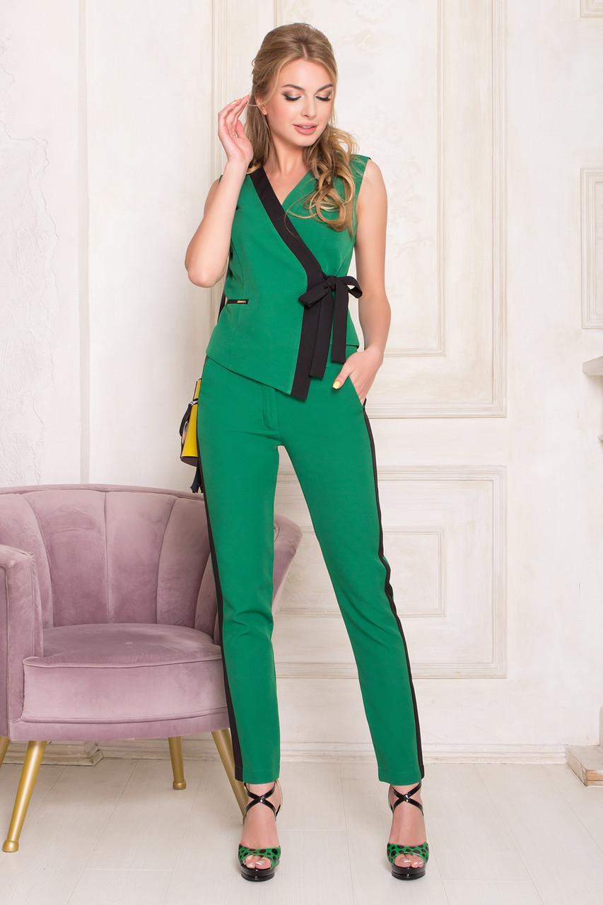 Костюм женский брючный деловой зеленый