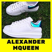Женские кроссовки Alexander McQueen белые с пяткой голограммой голубого цвета