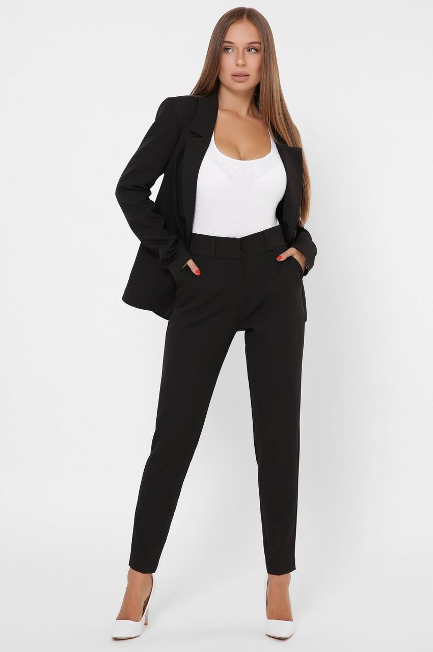 Женский брючный костюм в деловом стиле черный