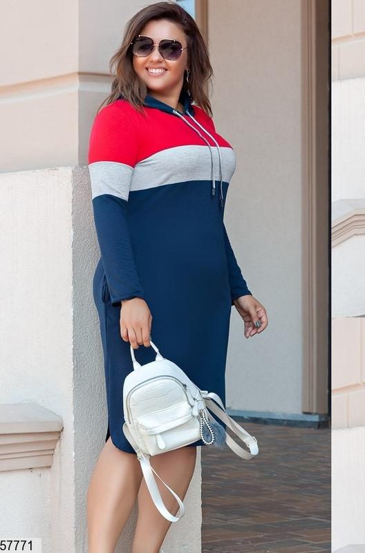 Трикотажное платье больших размеров с капюшоном синее