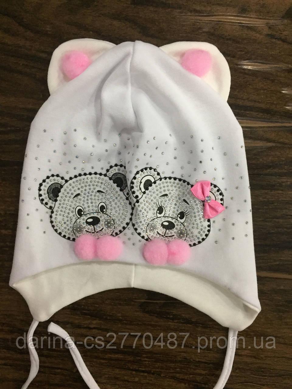 Шапка на завязках для девочки с мишками