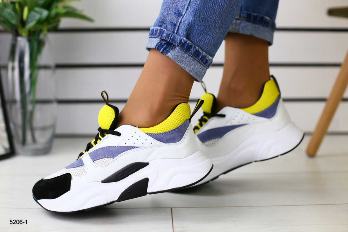 Женские белые кроссовки с серыми, черными и желтыми вставками 36