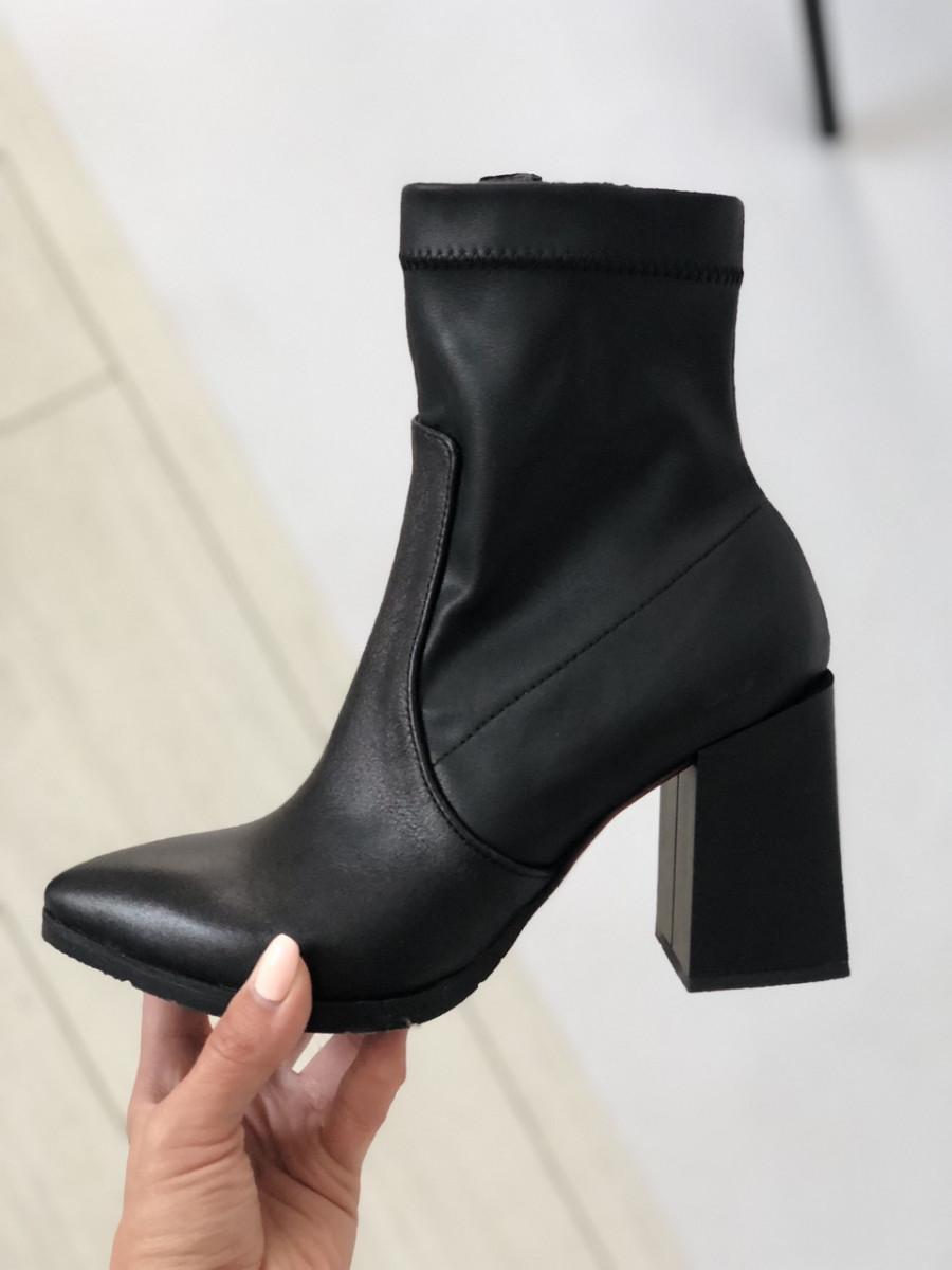 Женские демисезонные черные полусапожки на каблуке, кожа стрейч