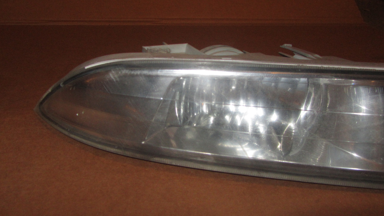 Противотуманная фара левая Nissan Teana J31 261557W50A 261557W50B