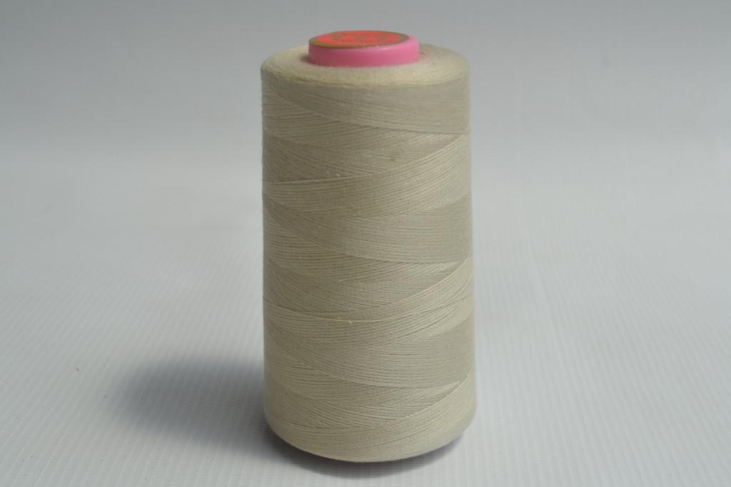 Швейные нитки разных цветов 953