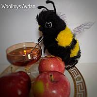 Пчела - игрушка из шерсти, сухое валяние.