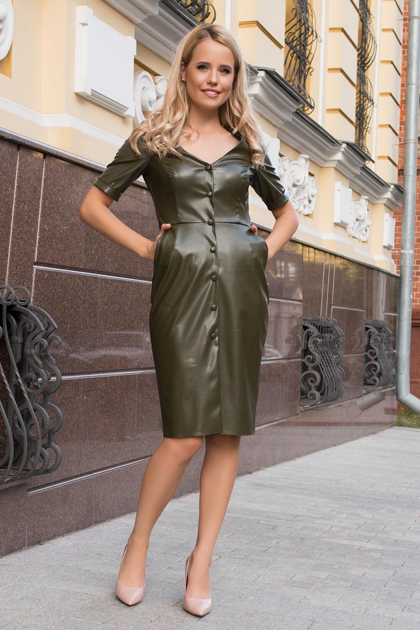 Осеннее платье на каждый день до колен с пуговицами и боковыми карманами цвет хаки