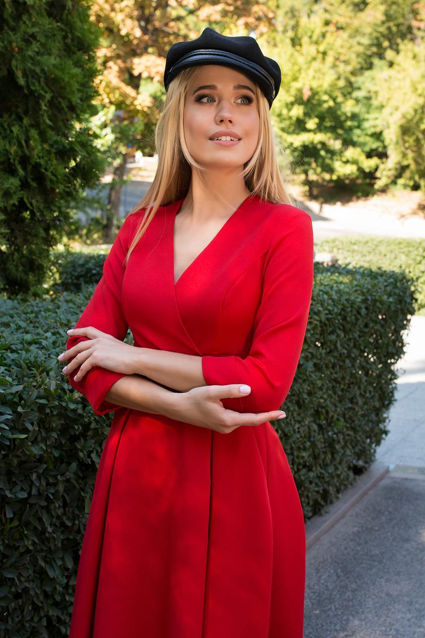 Класическое платье миди с декольте и боковыми карманами цвет красный