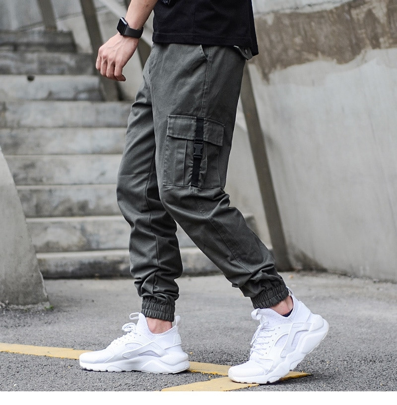 Мужские брюки джогеры с карманами карго на карабинах