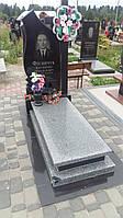Памятники із закритим квітником на могилу із сірого граніту