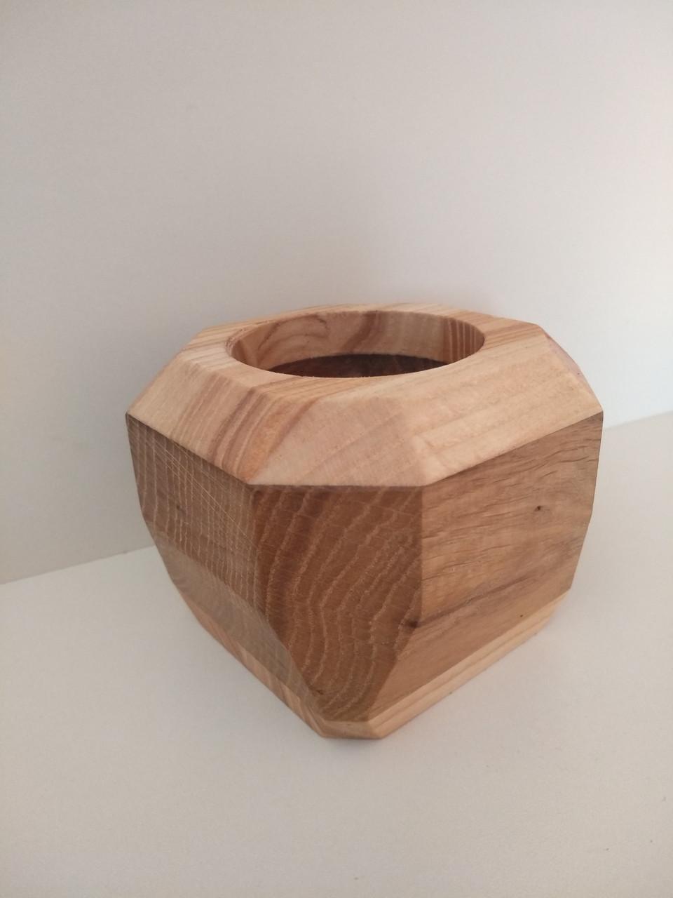 Дерев'яне кашпо геометричної форми