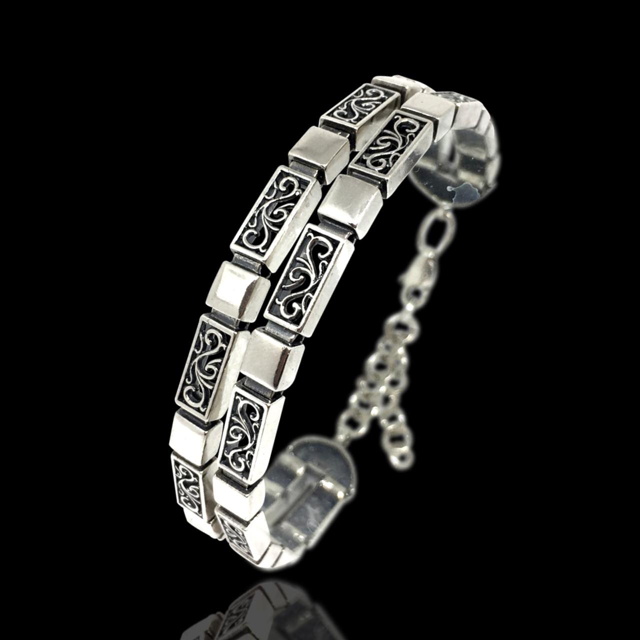 Серебряный регулируемый браслет с орнаментом