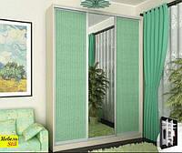 Шкаф-купе для спальни на 1,8 м с фасадом зеркало + ротанг