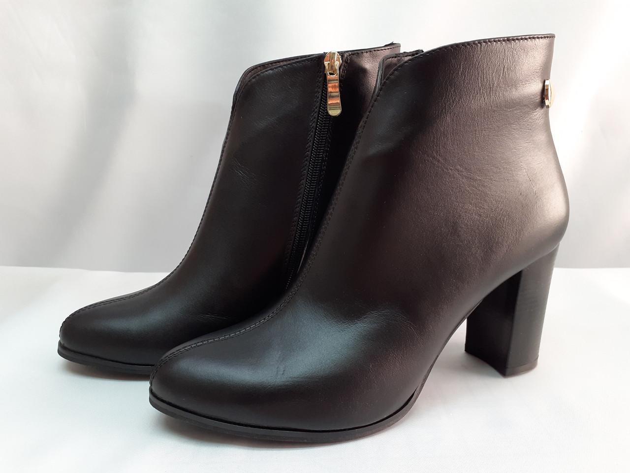 Демисезонные классические кожаные ботинки Romax