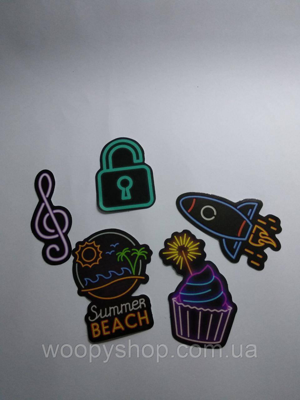 Виниловые стикера на чемодан 5шт/упак №8