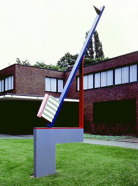 Памятник зубной щетке. Крефельд. Германия